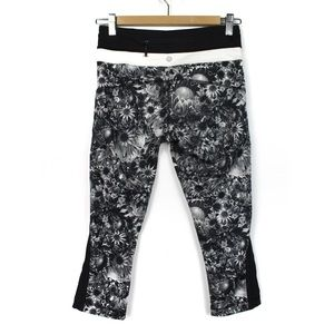 Lululemon 4 Up The Pace Black White Daisy Crops